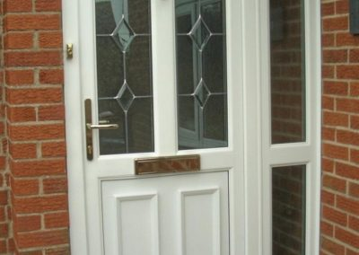 Firmfix-Glazing-Options-White-residential-door-with-small-side-screen-681x1024-960x960_c